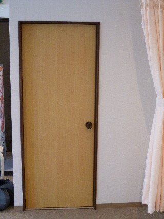トイレへのドア